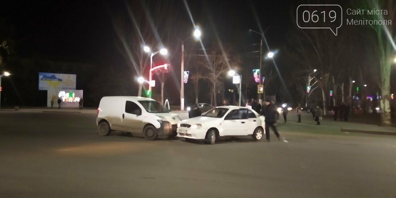 В Мелитополе таксист спровоцировал ДТП, - ФОТО, фото-2