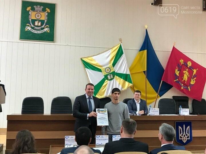 Одаренная молодежь Мелитополя получила стипендию мэра, фото-2