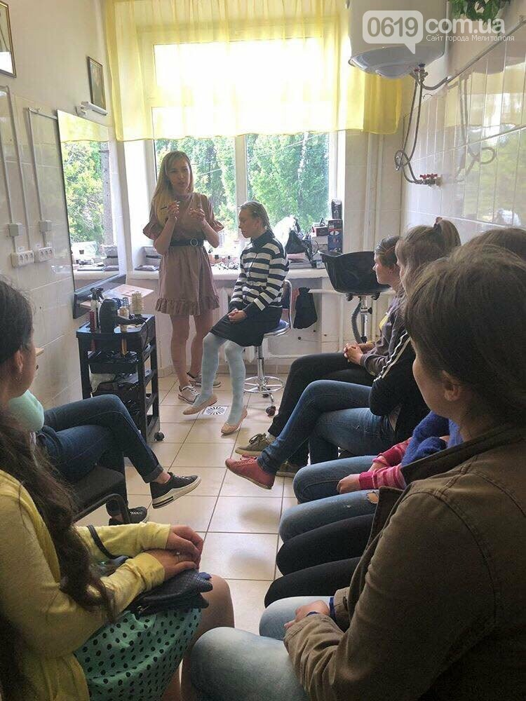 Воспитанницам Мелитопольской школы-интерната рассказали о профессии визажиста , фото-1