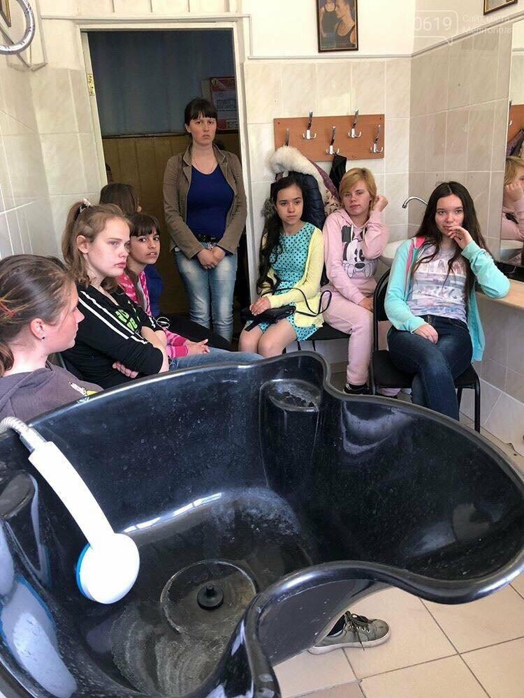 Воспитанницам Мелитопольской школы-интерната рассказали о профессии визажиста , фото-2