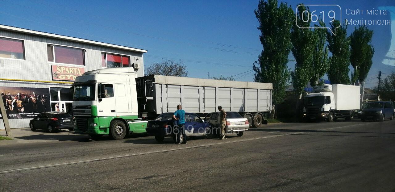 В Мелитополе столкнулись два авто, - ФОТО , фото-2