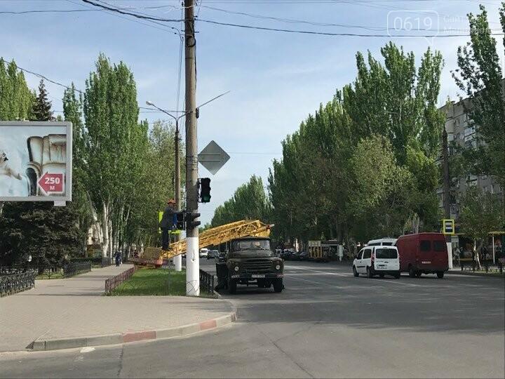 В Мелитополе красят светофоры, фото-1, Фото сайта 0619