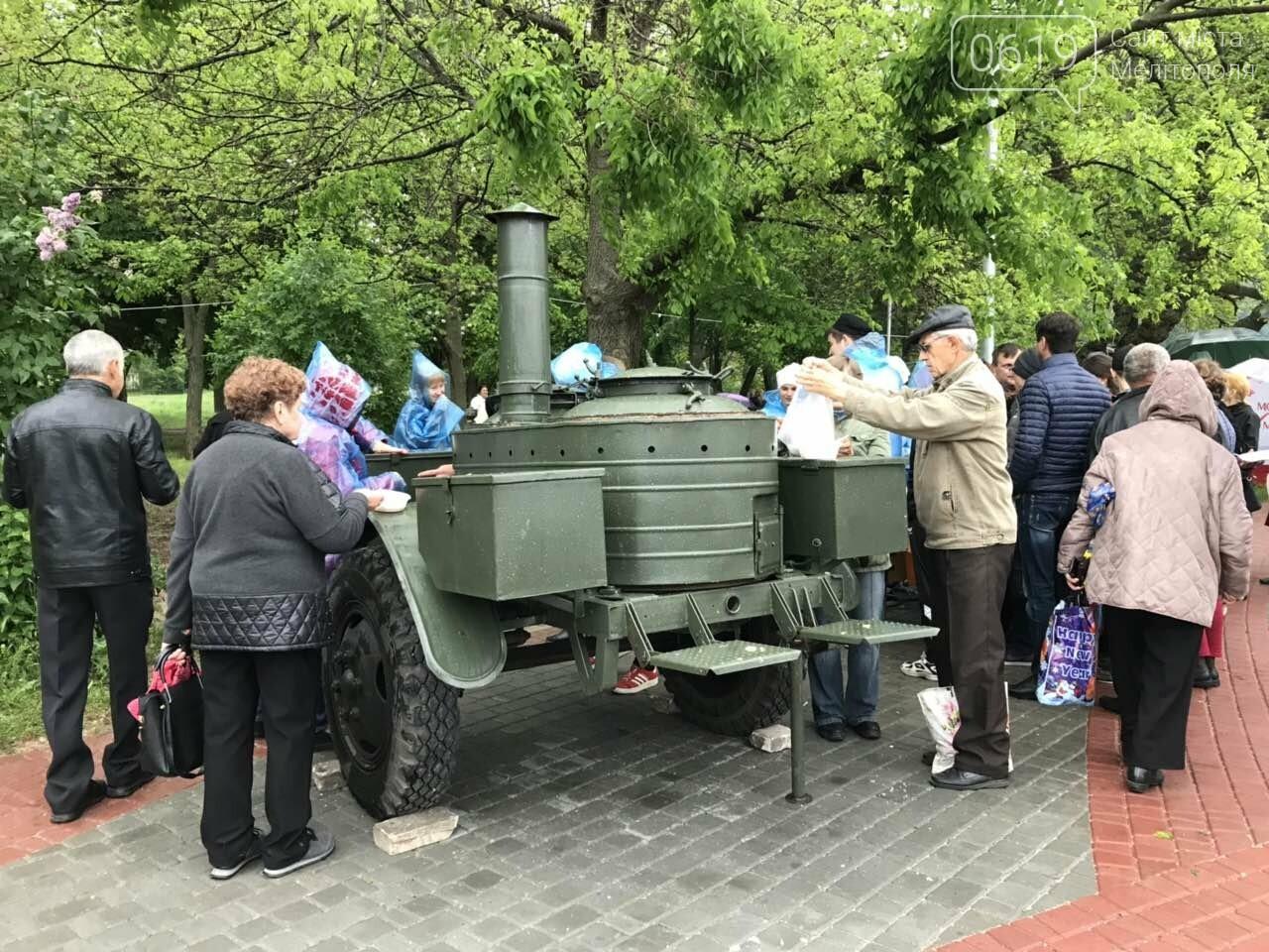 В День Победы мелитопольцев угощали традиционным фронтовым блюдом, фото-1