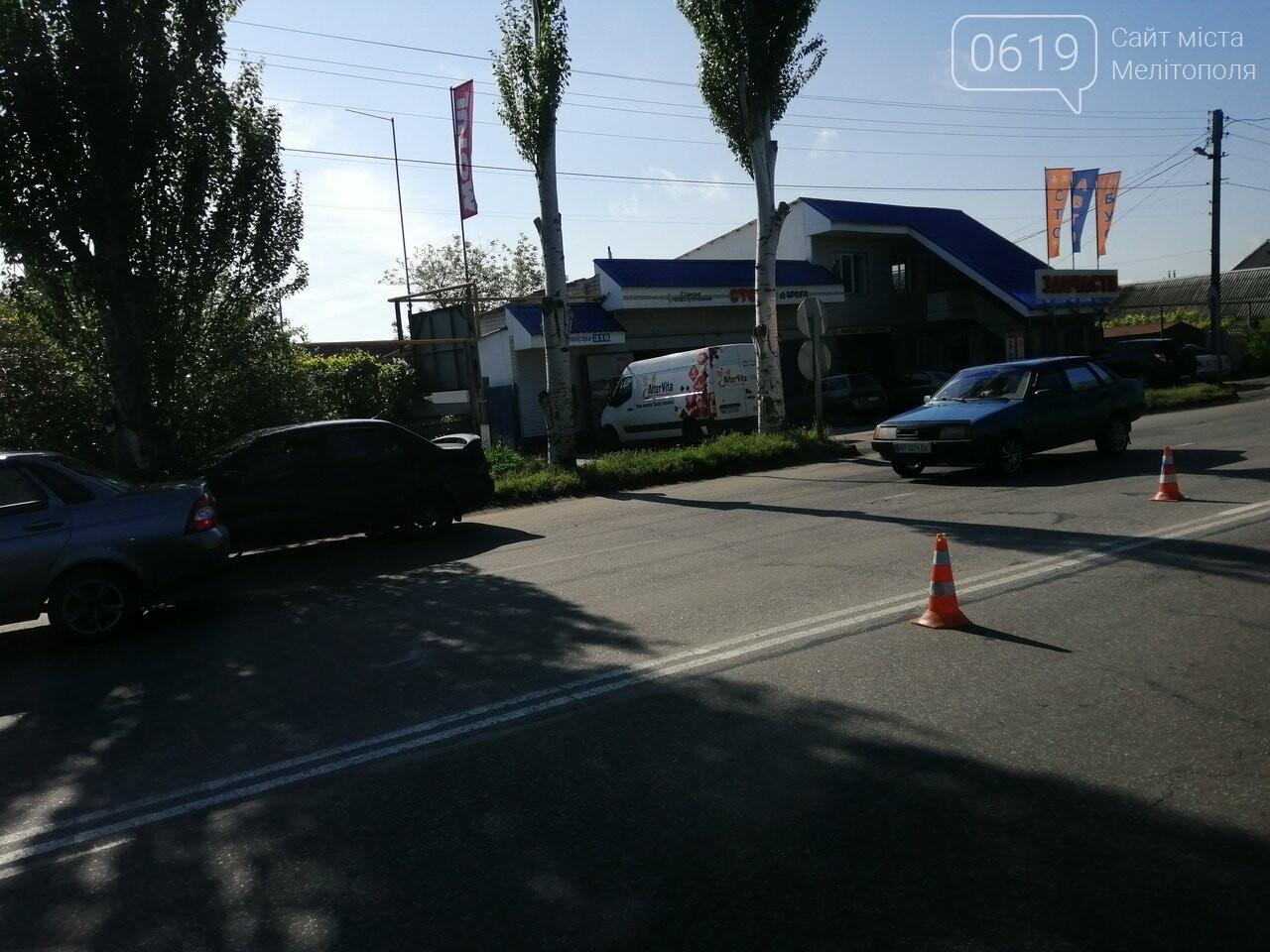 В Мелитополе продолжают наносить дорожную разметку , фото-1, Фото сайта 0619