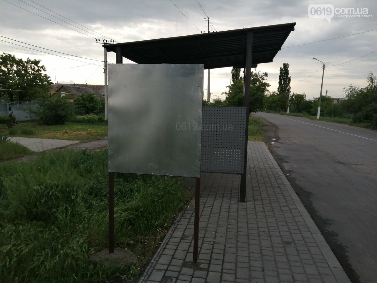 В Мелитополе придумали, как бороться с рекламой на остановках , фото-1
