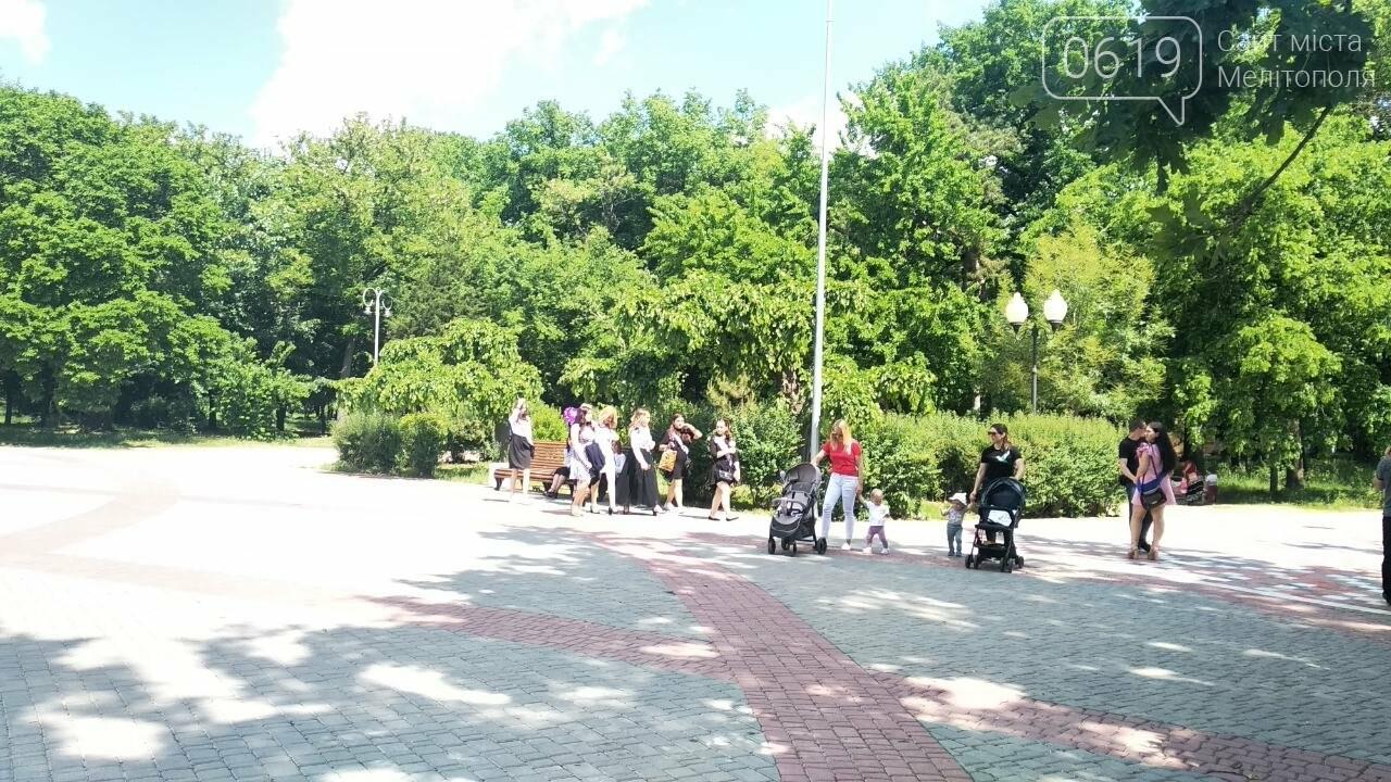 Прощание с детством: мелитопольские школьники распивают алкоголь в парке , фото-2