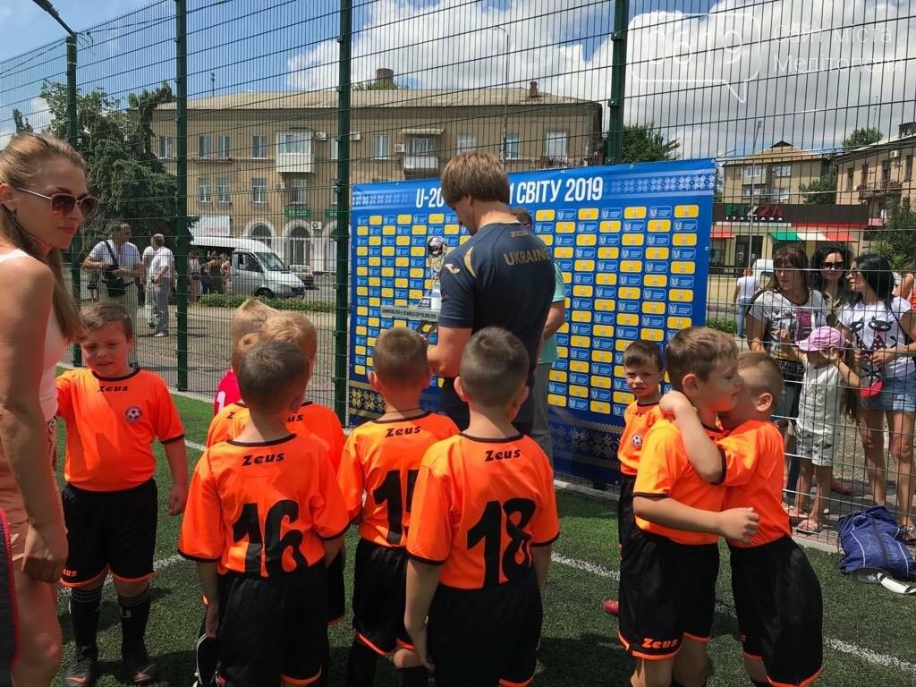 В Мелитополе открыли два футбольных поля, фото-1