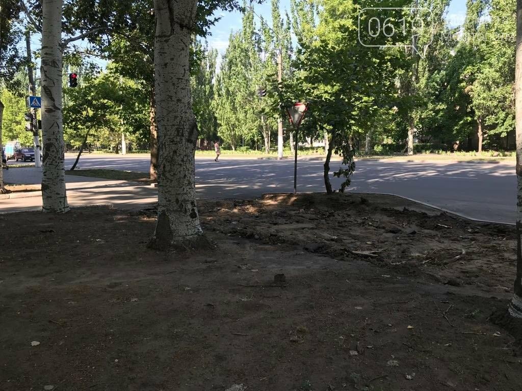 В Мелитополе на микрорайоне благоустраивают тротуар, фото-3