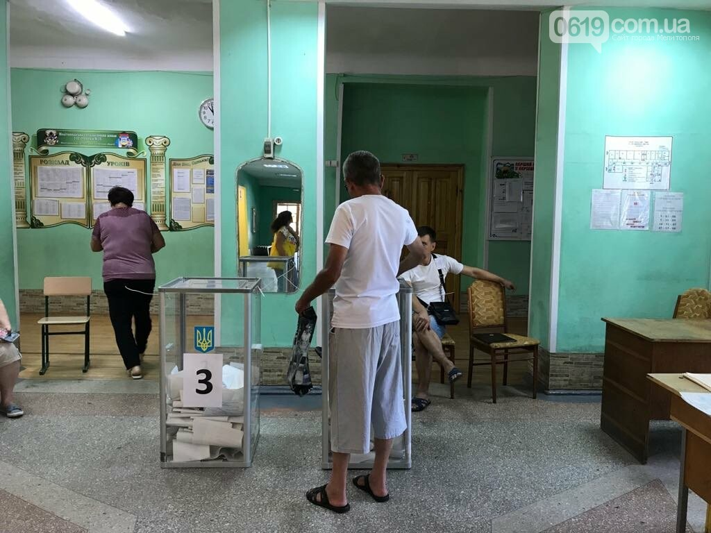 Голосование на избирательном участке № 230729, который расположен в здании ООШ № 25