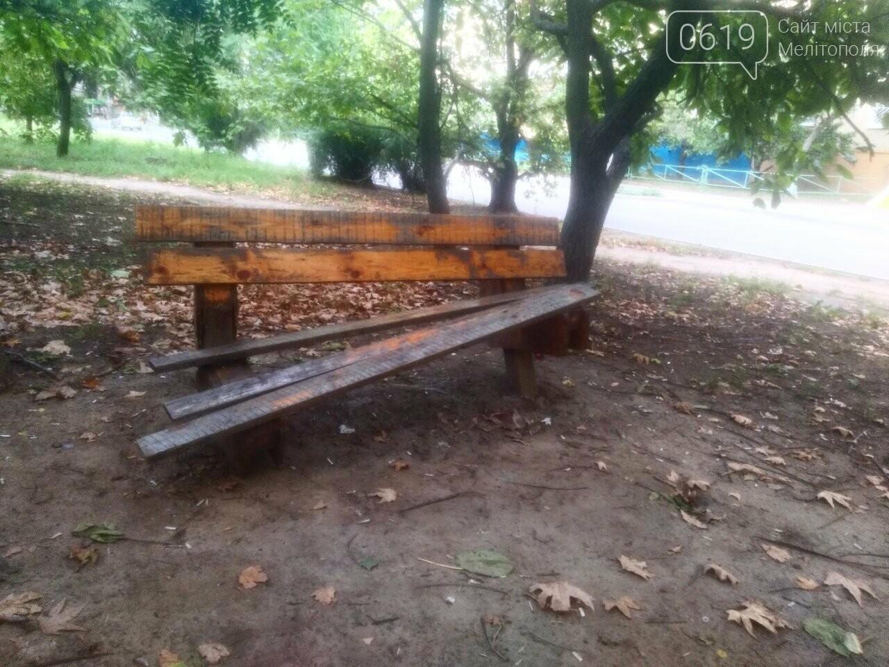 В Мелитополе вандалы продолжают портить городское имущество, фото-1