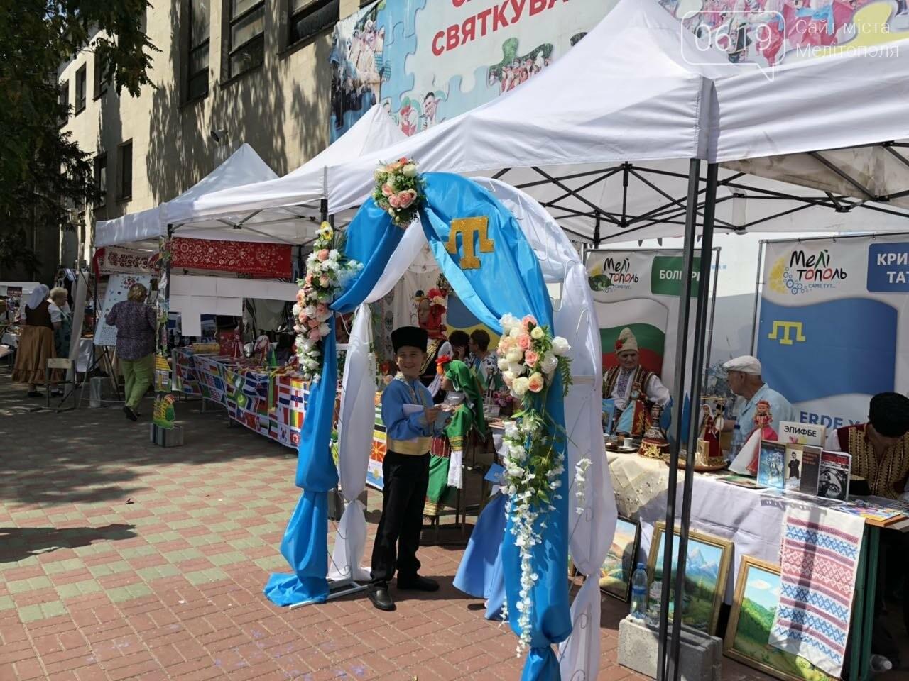 """На фестивале """"З країни в Україну"""" мелитопольцы развлекались и обучались , фото-1"""