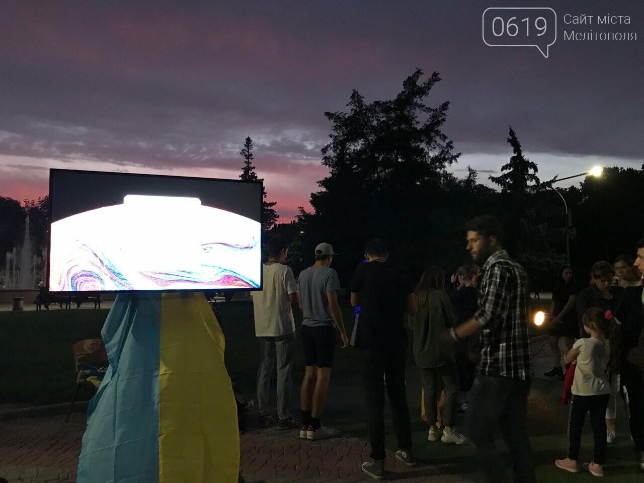 Некоторые мелитопольцы не знают, как выглядит флаг Украины , фото-1