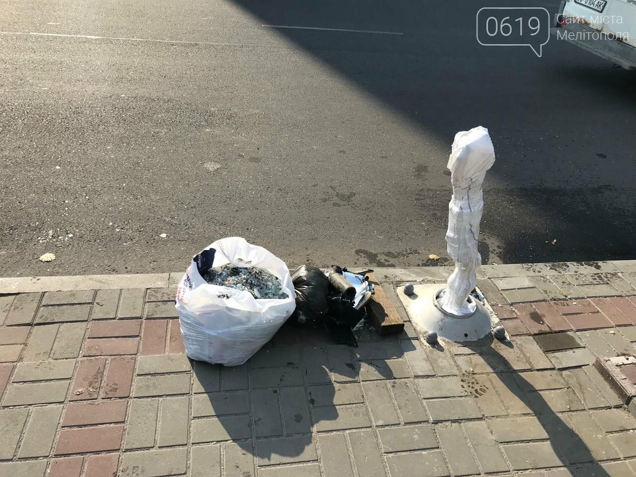 В центре Мелитополя водитель снес электроопору, - ФОТО, фото-5