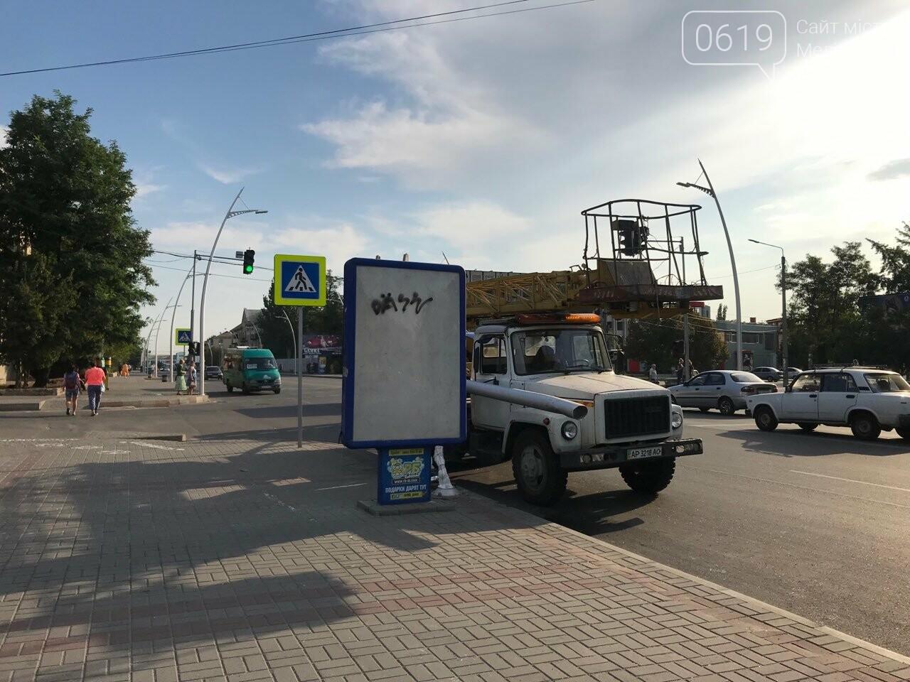 В центре Мелитополя водитель снес электроопору, - ФОТО, фото-4