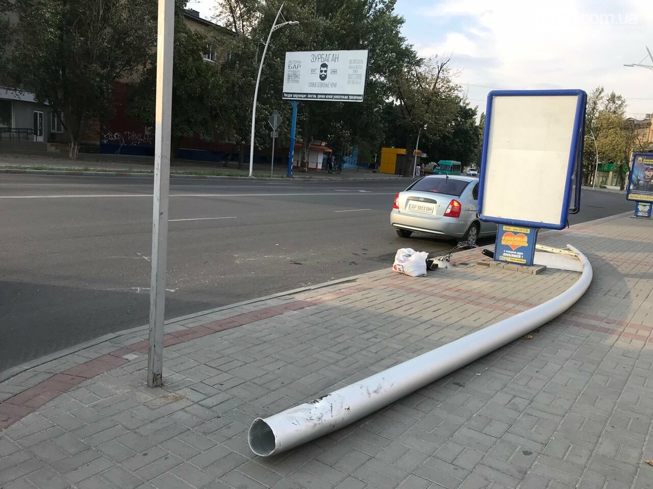 В центре Мелитополя водитель снес электроопору, - ФОТО, фото-2