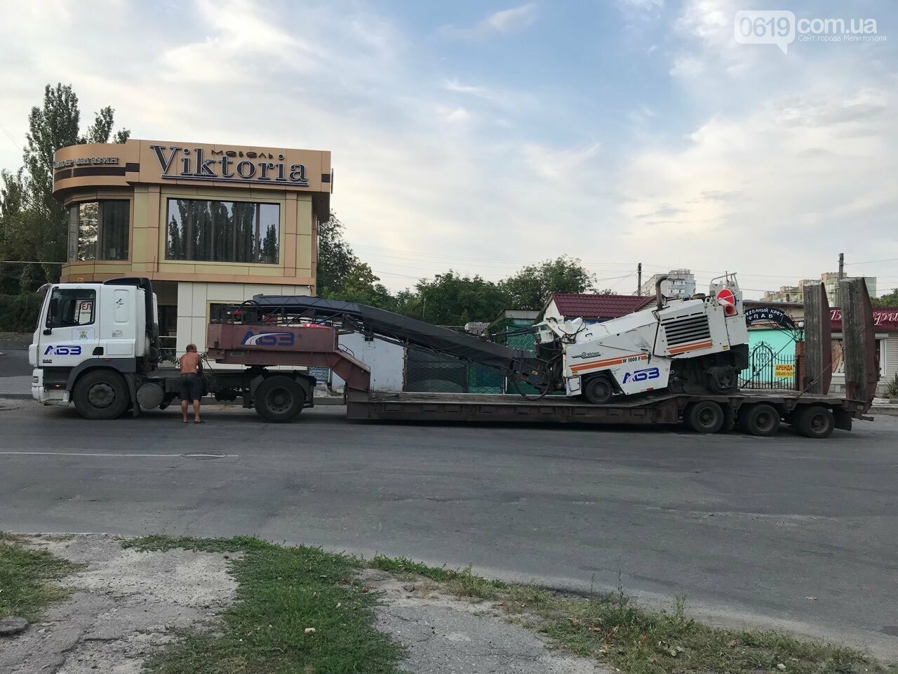 В Мелитополе продолжается ремонт внутридворовых территорий, фото-2