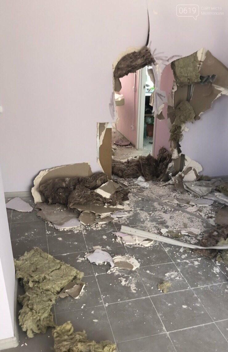 В Мелитополе неизвестные обокрали офисное помещение, фото-1