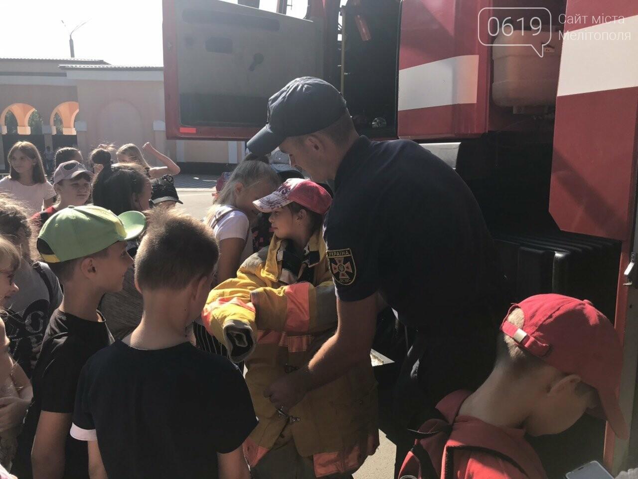 Мелитопольские спасатели провели масштабную акцию для детей, фото-9