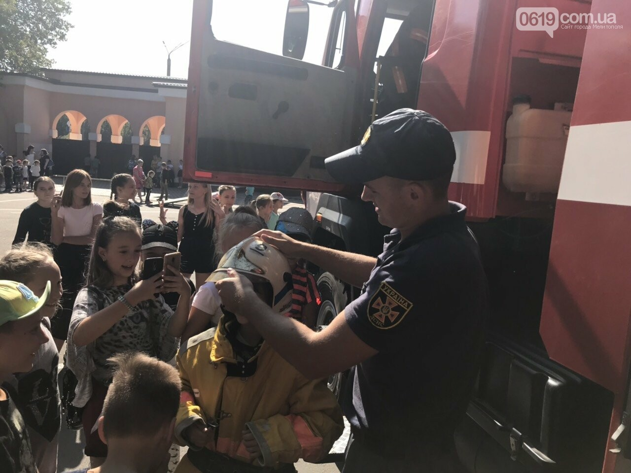 Мелитопольские спасатели провели масштабную акцию для детей, фото-10