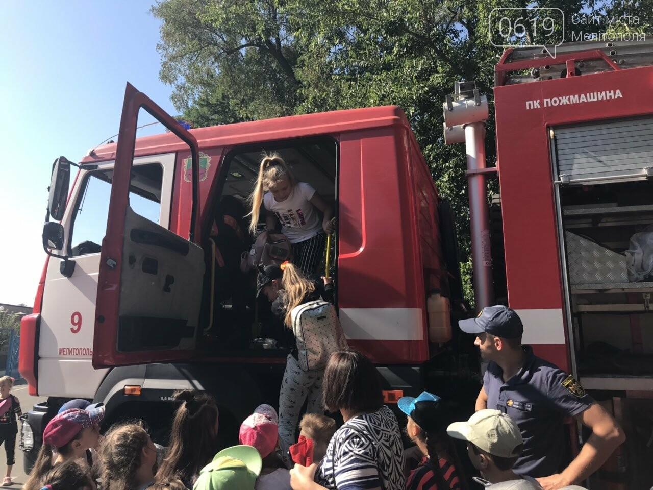 Мелитопольские спасатели провели масштабную акцию для детей, фото-12