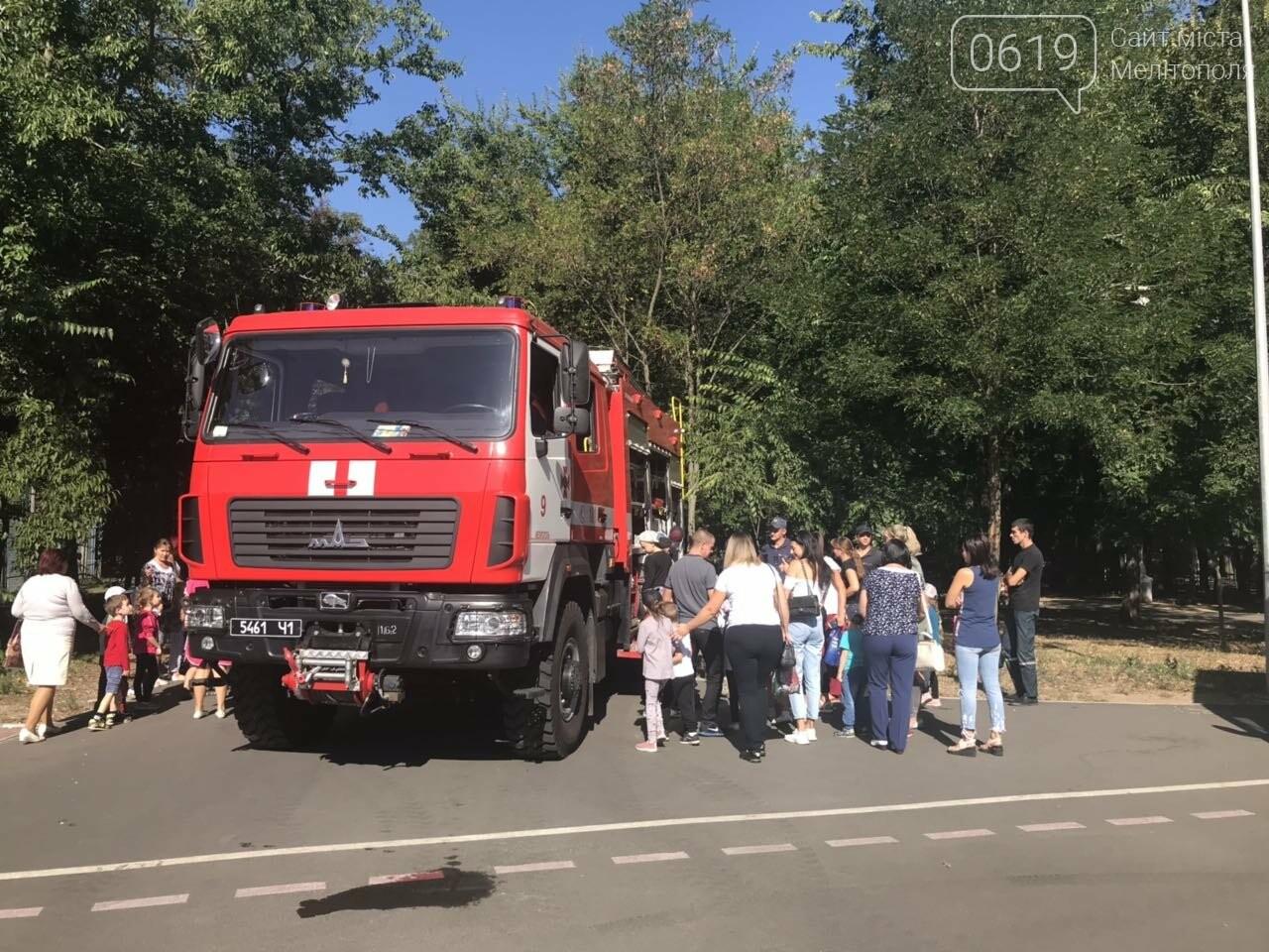 Мелитопольские спасатели провели масштабную акцию для детей, фото-18