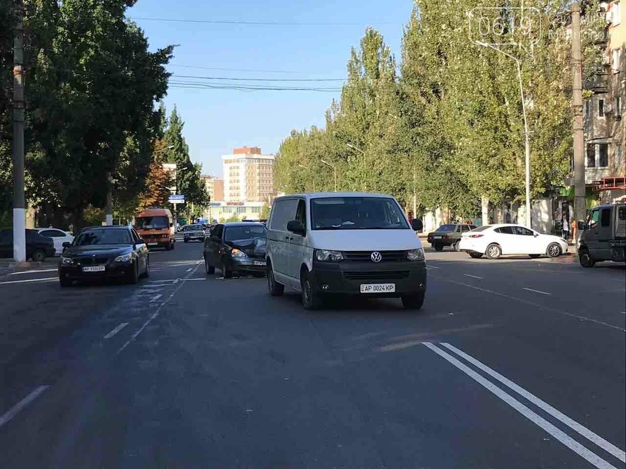 В Мелитополе произошло ДТП с участием микроавтобуса, - ФОТО , фото-2