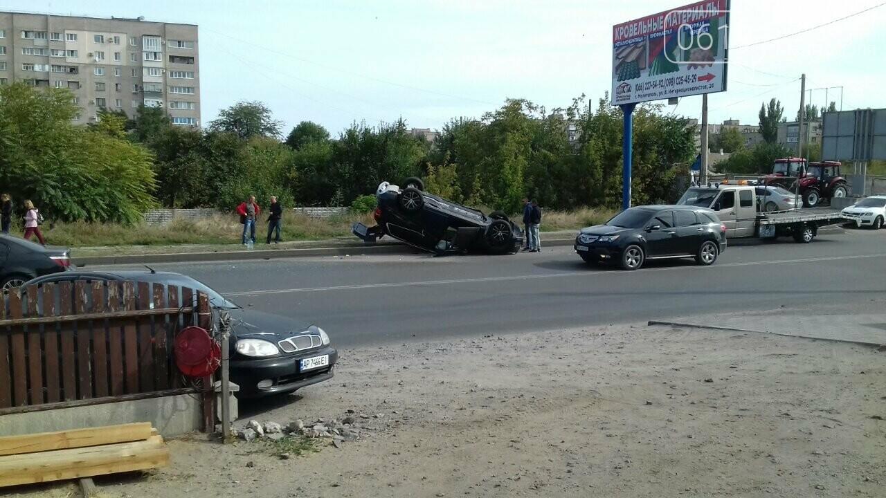 В Мелитополе в результате ДТП перевернулся автомобиль, - ФОТО, фото-1