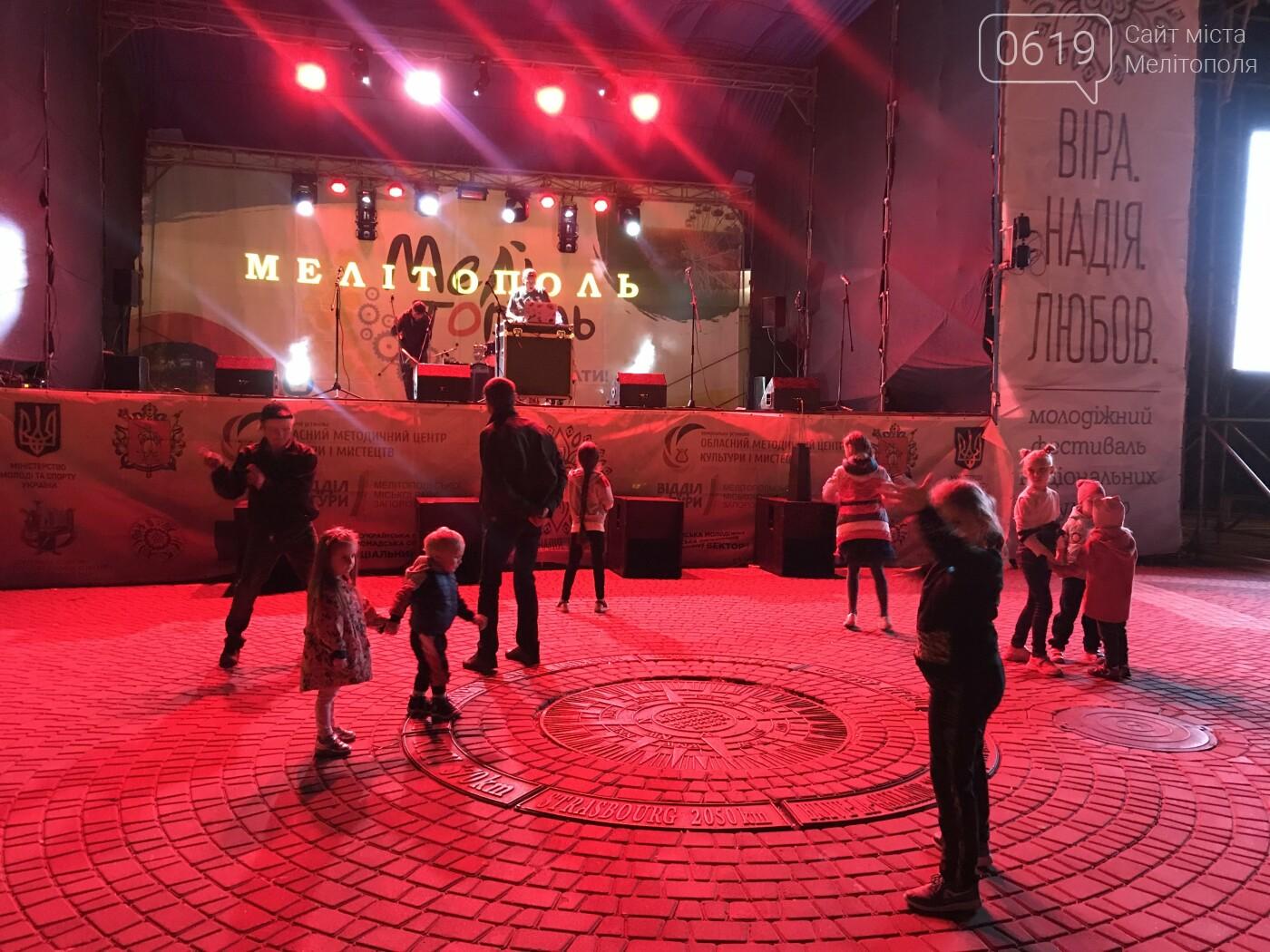 Для мелитопольцев устроили зажигательный концерт, фото-3