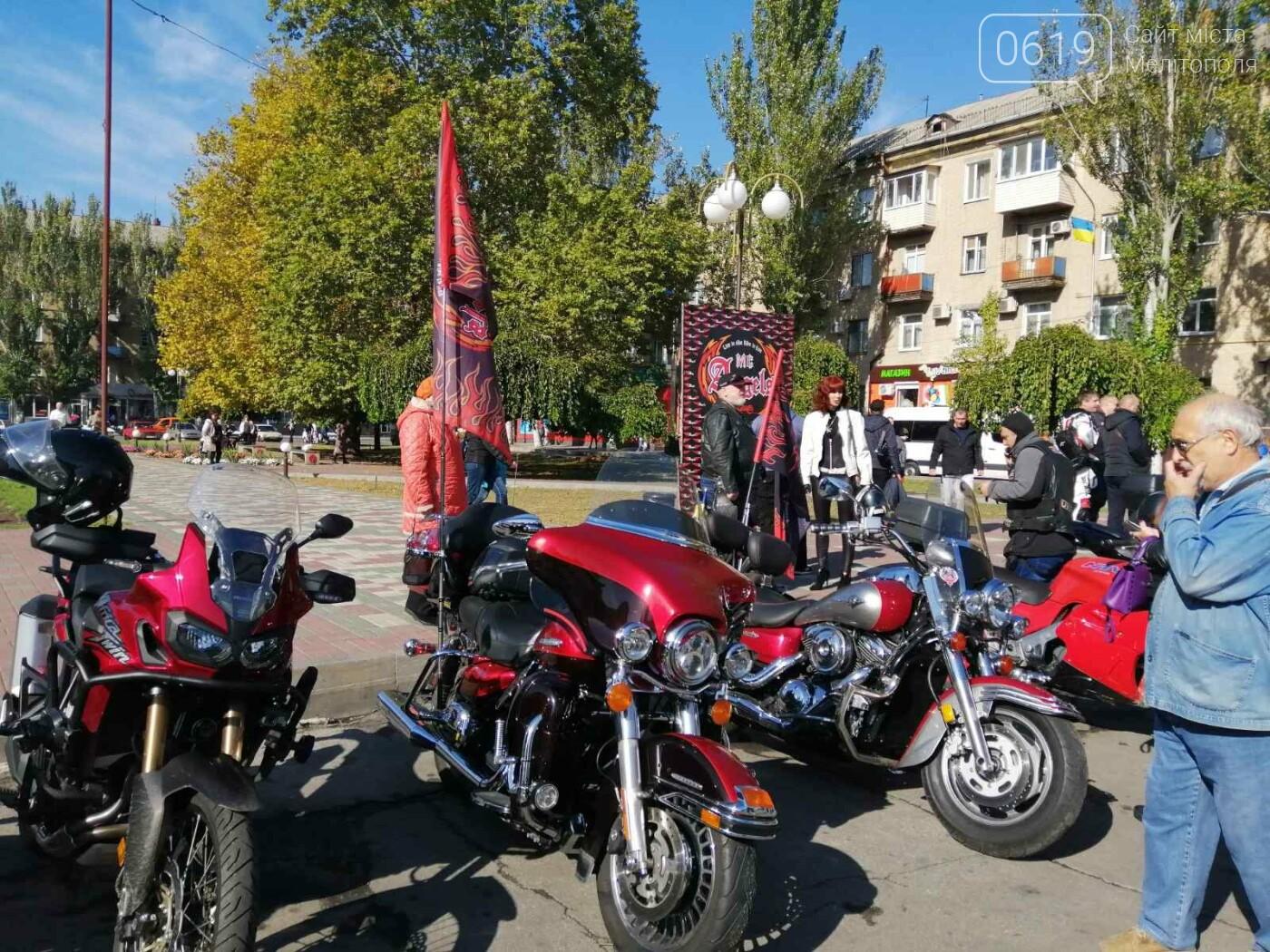 Байкеры проехали колонной по Мелитополю в честь закрытия мотосезона, - ФОТО, фото-1