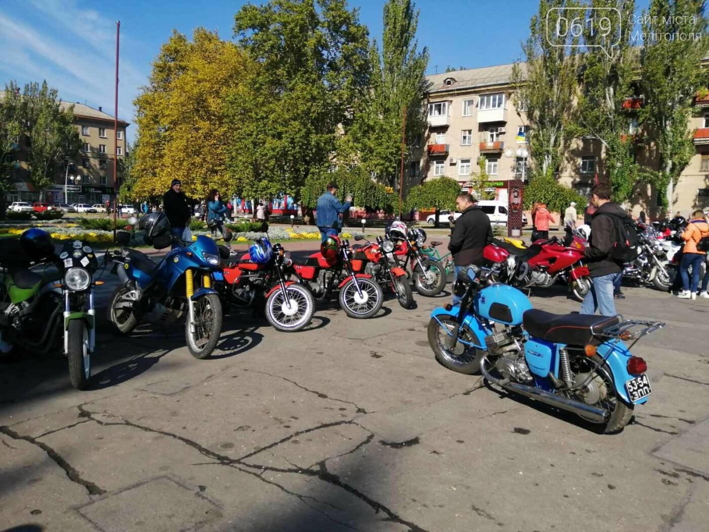 Байкеры проехали колонной по Мелитополю в честь закрытия мотосезона, - ФОТО, фото-2