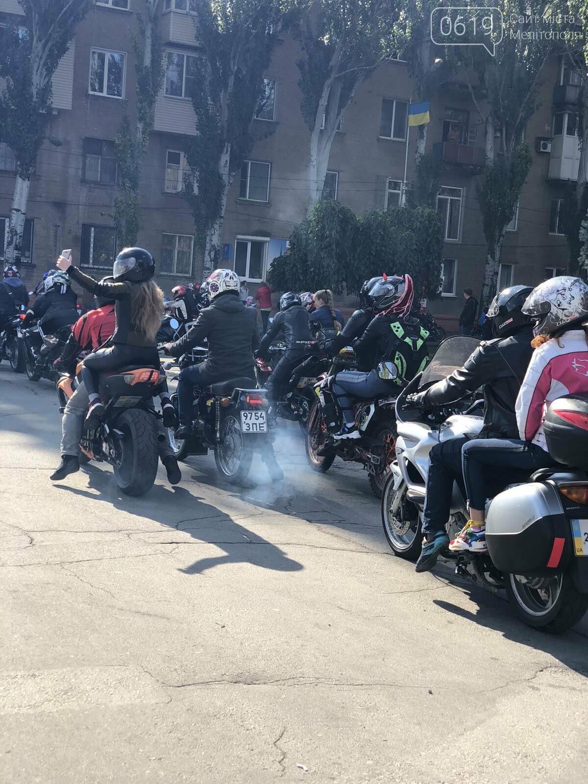 Байкеры проехали колонной по Мелитополю в честь закрытия мотосезона, - ФОТО, фото-6