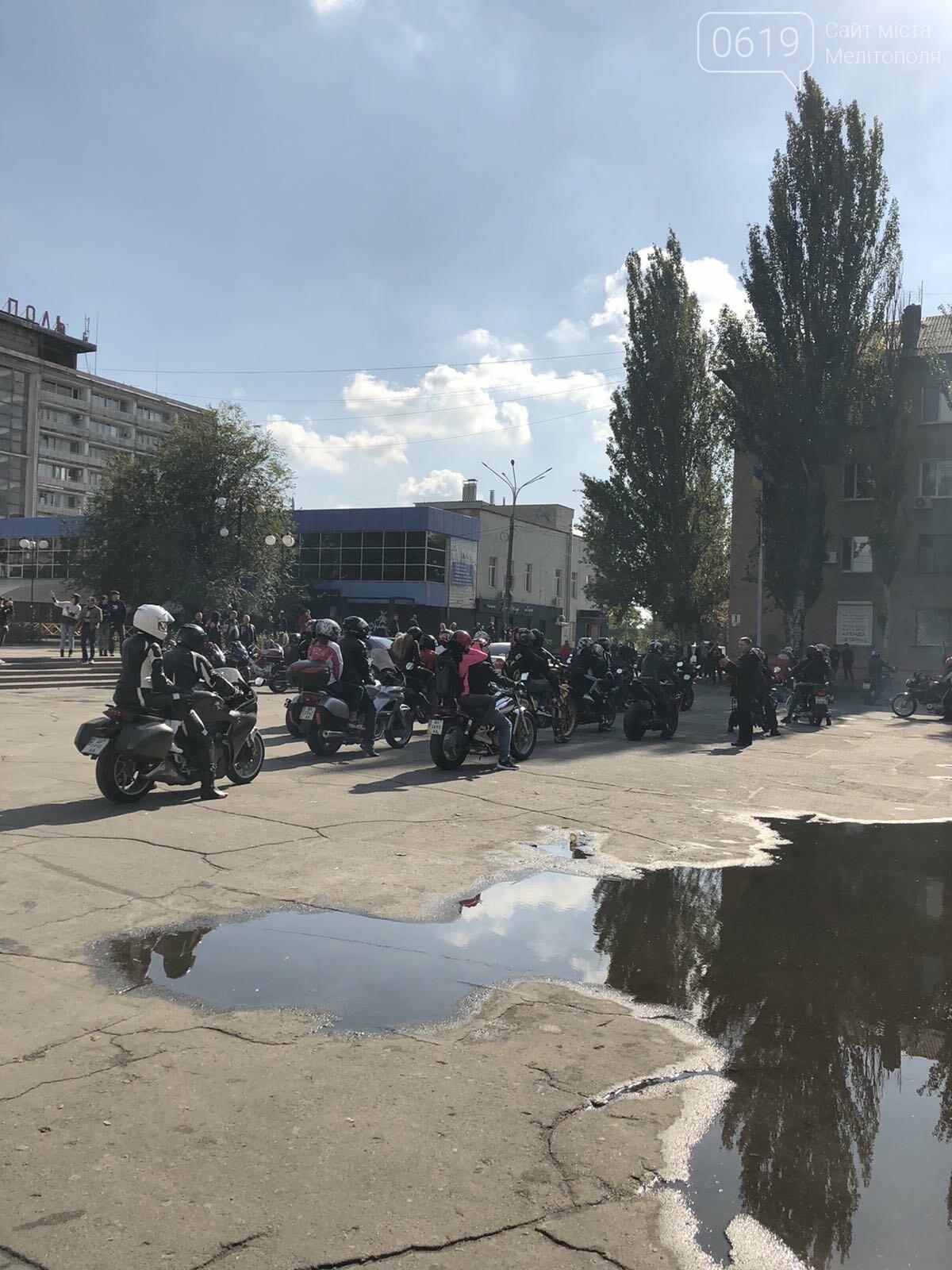 Байкеры проехали колонной по Мелитополю в честь закрытия мотосезона, - ФОТО, фото-7