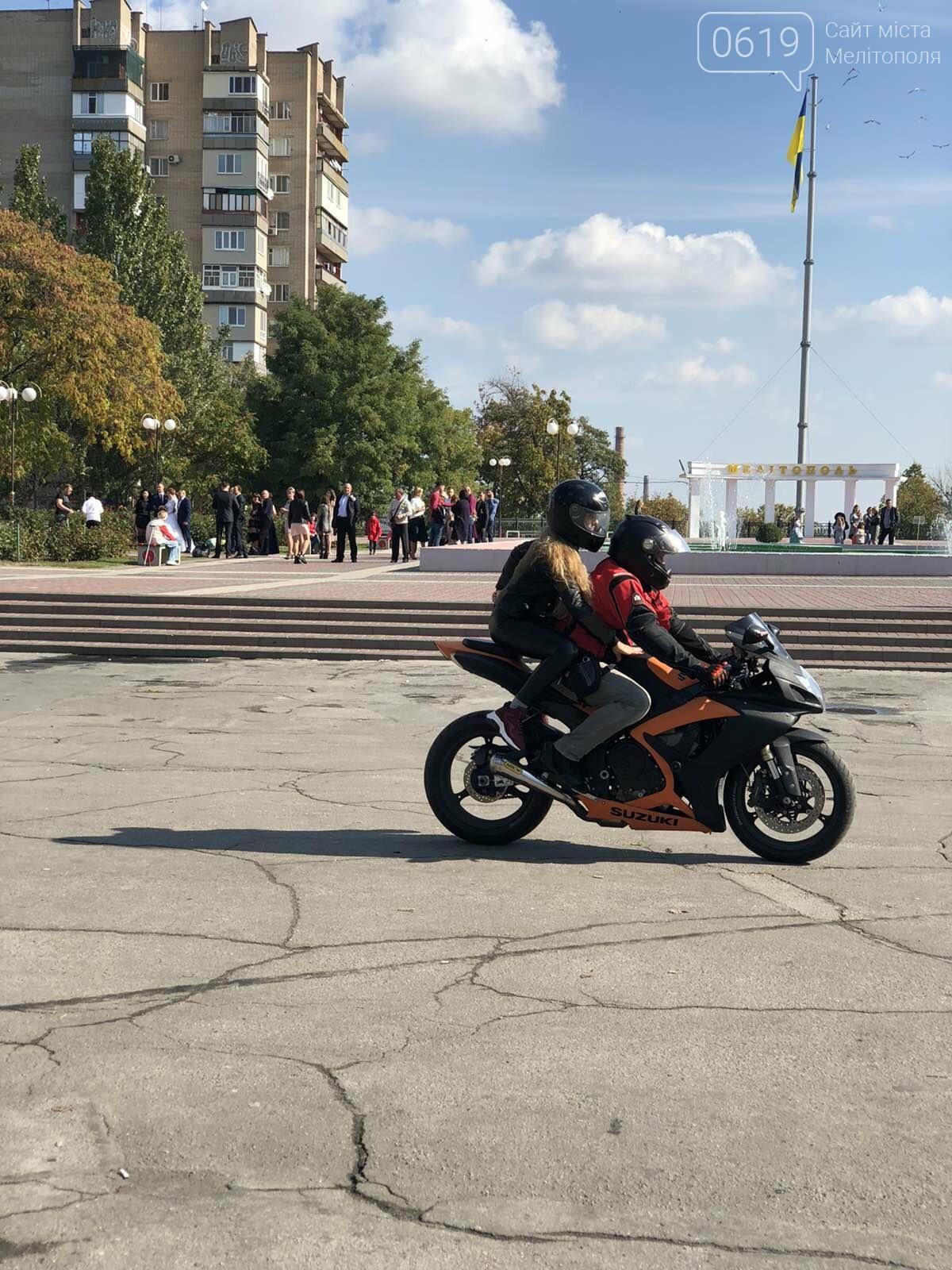Байкеры проехали колонной по Мелитополю в честь закрытия мотосезона, - ФОТО, фото-9