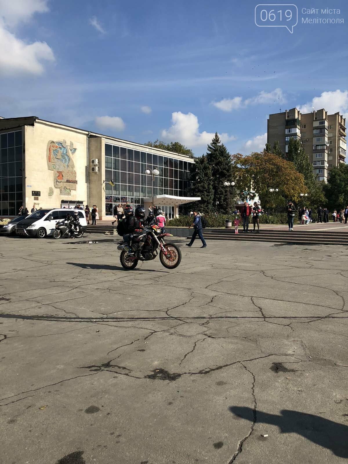 Байкеры проехали колонной по Мелитополю в честь закрытия мотосезона, - ФОТО, фото-10