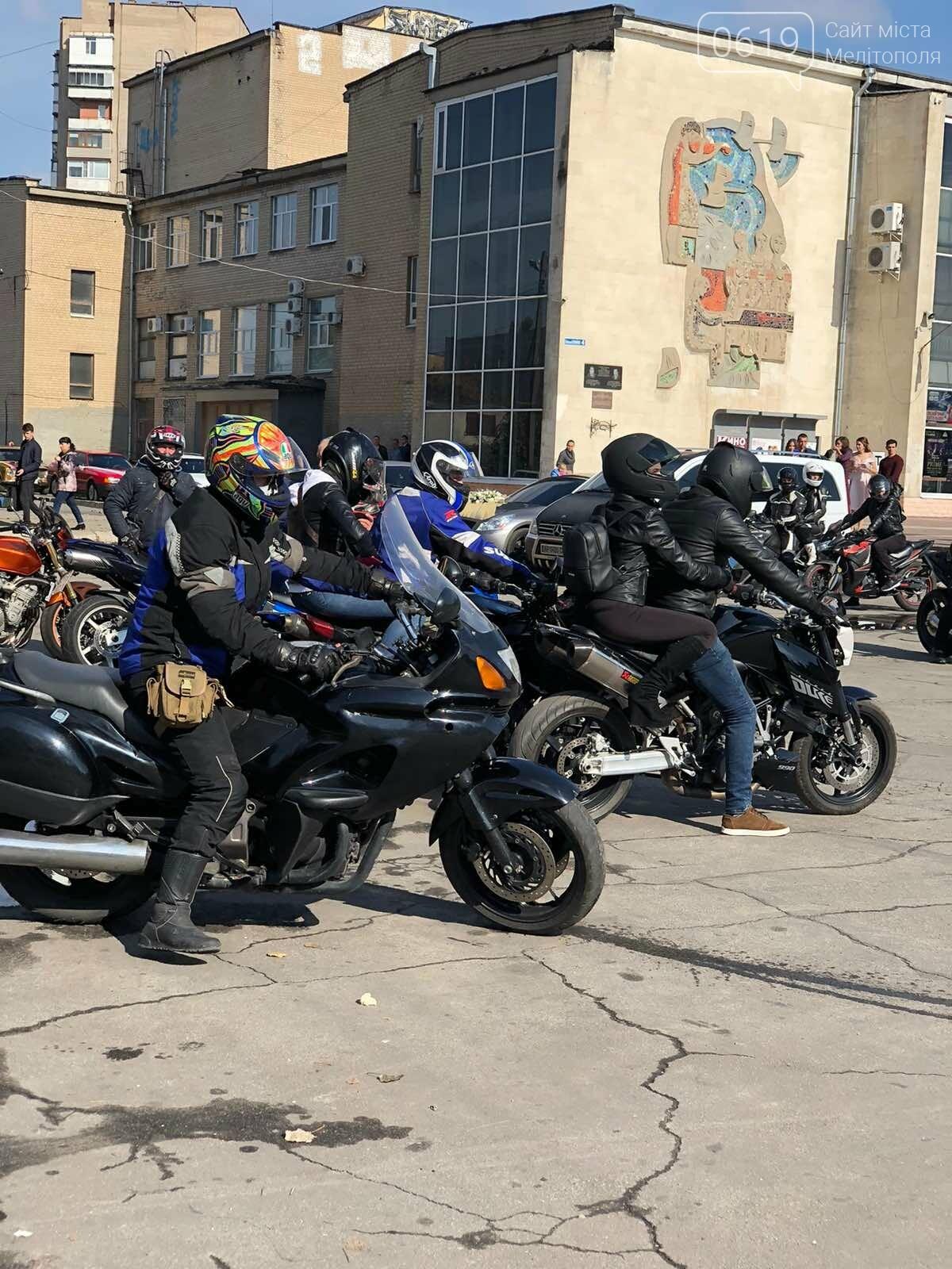 Байкеры проехали колонной по Мелитополю в честь закрытия мотосезона, - ФОТО, фото-11