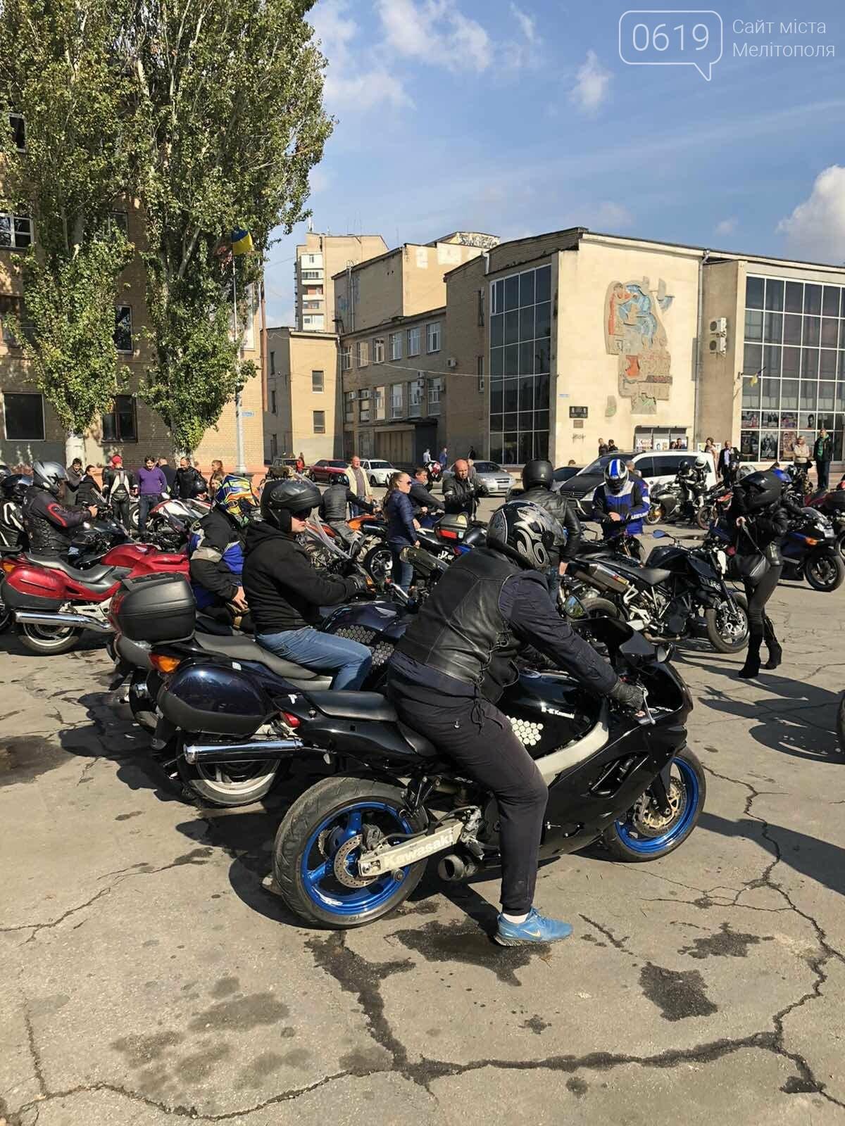 Байкеры проехали колонной по Мелитополю в честь закрытия мотосезона, - ФОТО, фото-12