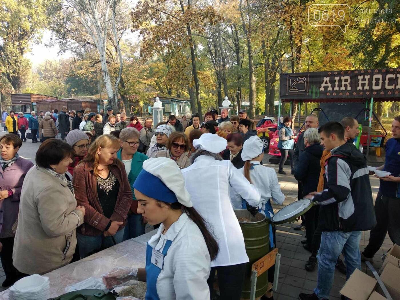 В День освобождения Мелитополя горожан угощали солдатской кашей, - ФОТО, фото-4