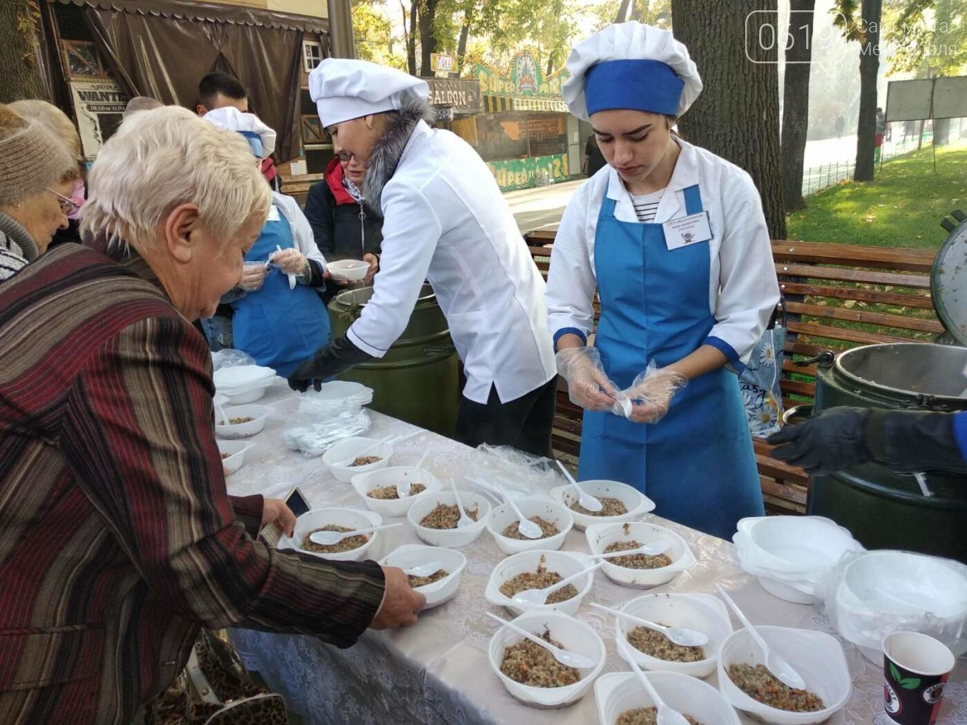 В День освобождения Мелитополя горожан угощали солдатской кашей, - ФОТО, фото-7