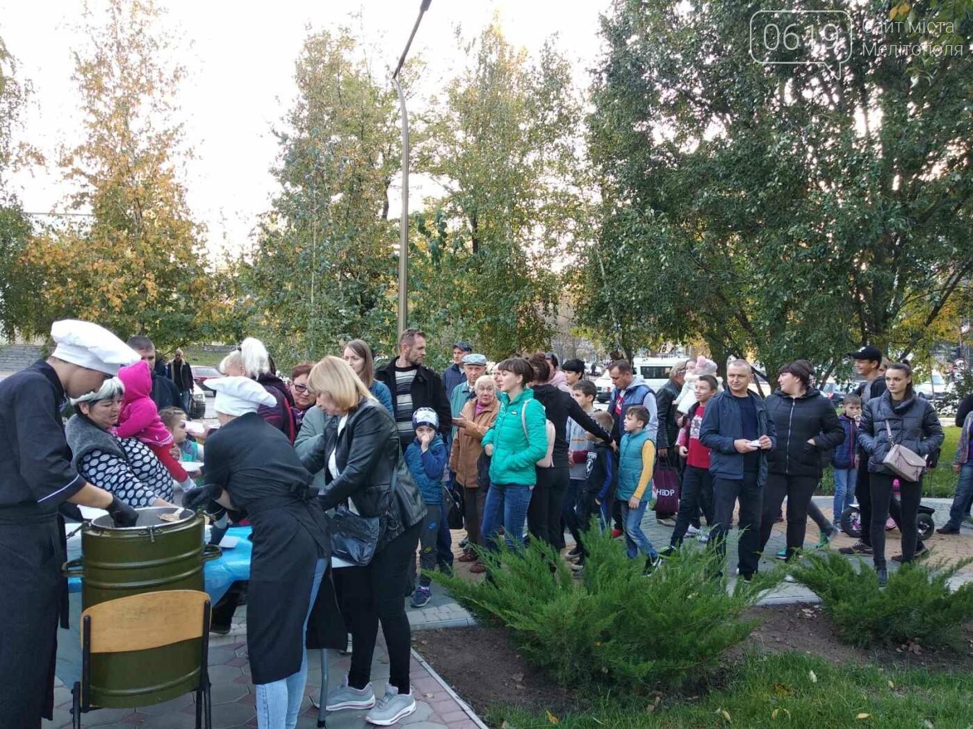 Жители микрорайона отметили День освобождения Мелитополя, - ФОТО , фото-9