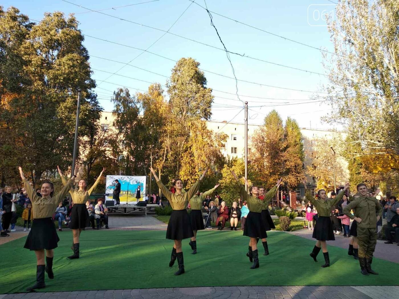 Жители микрорайона отметили День освобождения Мелитополя, - ФОТО , фото-1