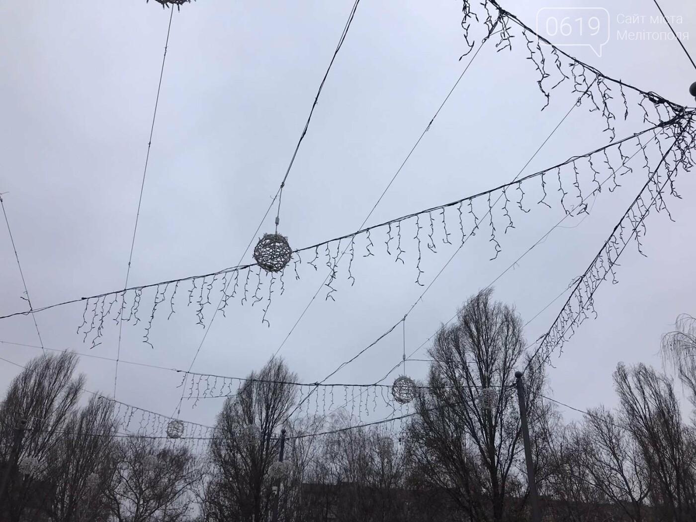 Мелитополь украшают новогодней иллюминацией, - ФОТО, фото-2