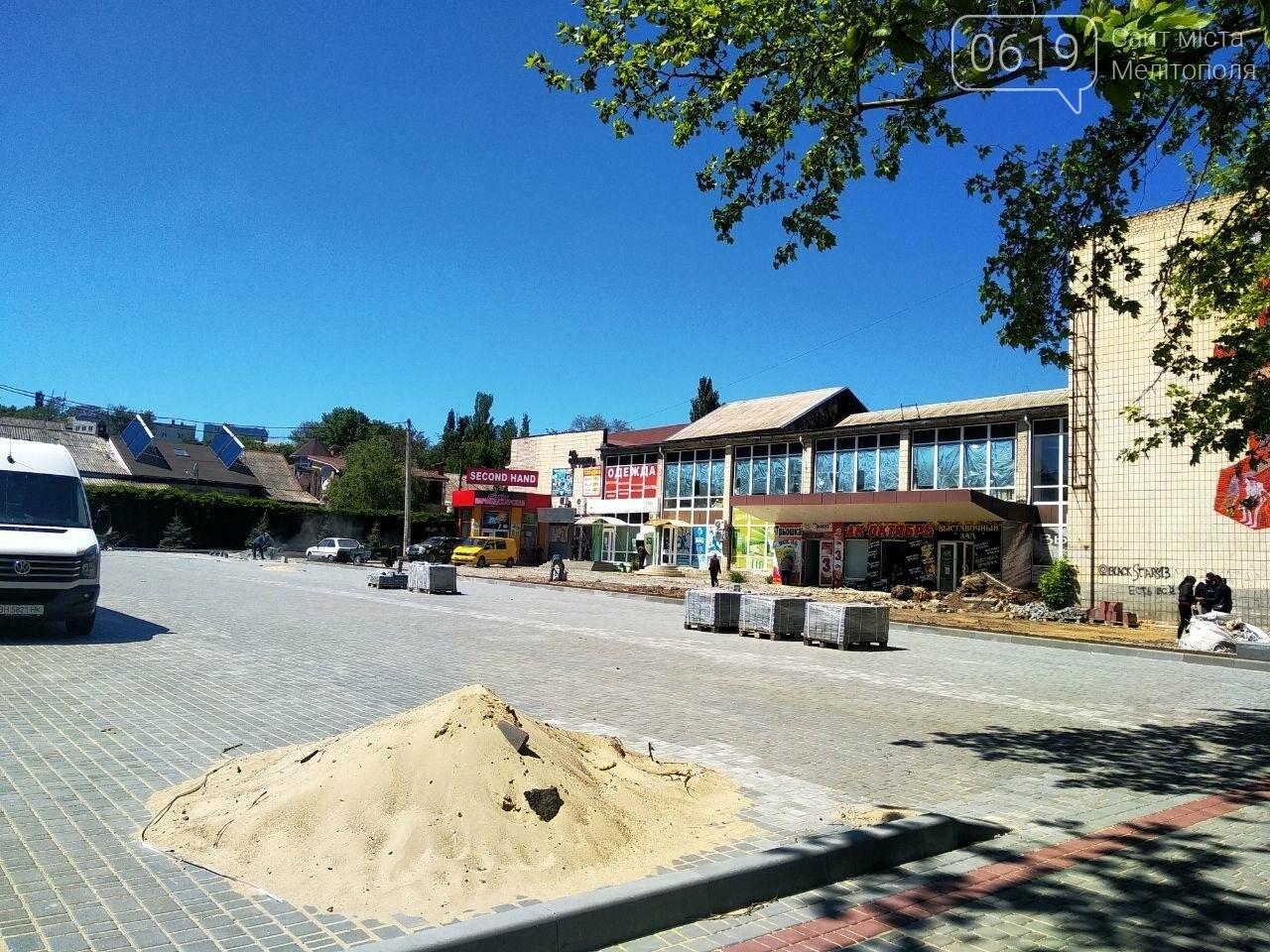 В нижней части Мелитополя продолжается обустройство новой парковки, фото-1