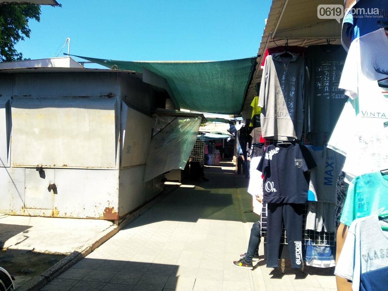 В Мелитополе начали работать вещевые рынки, фото-6