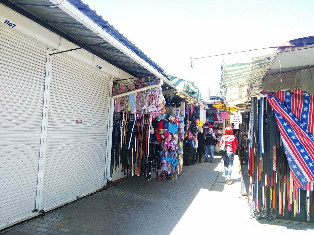 В Мелитополе начали работать вещевые рынки, фото-3