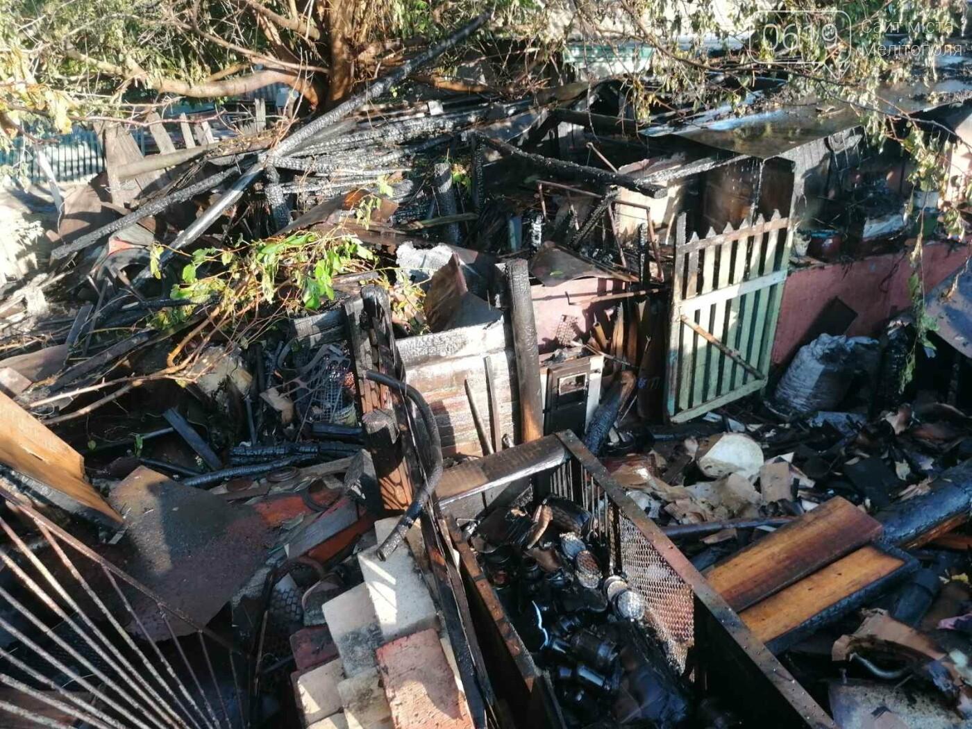 В Мелитополе произошел масштабный пожар в частном секторе, фото-1