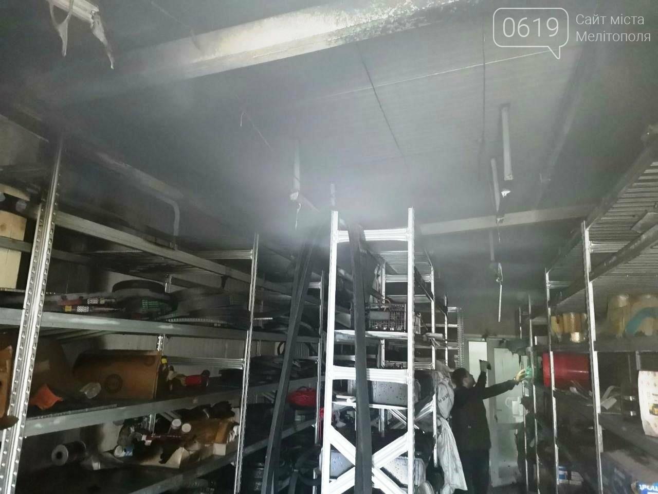 Спасатели Мелитополя тушили пожар в складском помещении, фото-1