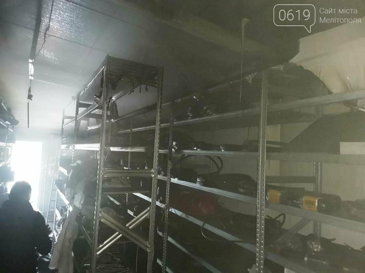Спасатели Мелитополя тушили пожар в складском помещении, фото-2