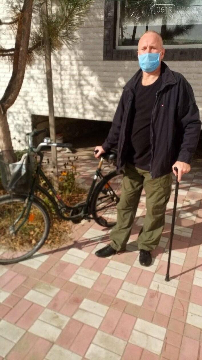 В Мелитополь поступила гуманитарная помощь из Германии: вещи, мебель, велосипеды, фото-1