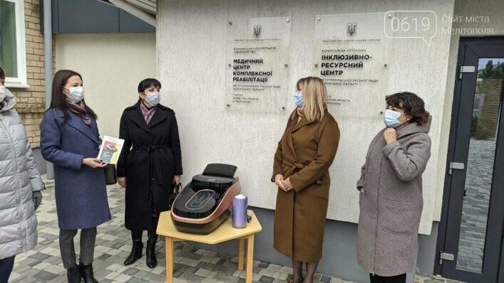 Сегодня Мелитопольские медучреждения получили оборудование для одевания бахил, фото-1