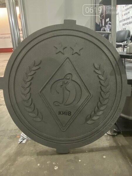 Мелитопольские заводчане отлили люк с эмблемой киевского «Динамо» , фото-1